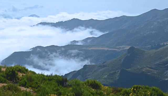 Pico do Arieiro Clouds come tumbling in 2.jpg