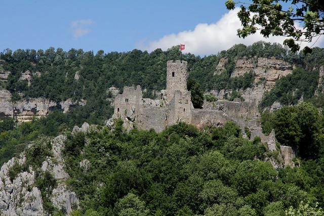 Burgruine - Ruine der Burg Neu Falkenstein ( Baujahr um 1100 - Höhenburg castello rovina castle ruin château ) auf einem Bergrücken des Solothurner Jura ob St. Wolfgang bei Balsthal im Kanton Solothurn der Schweiz