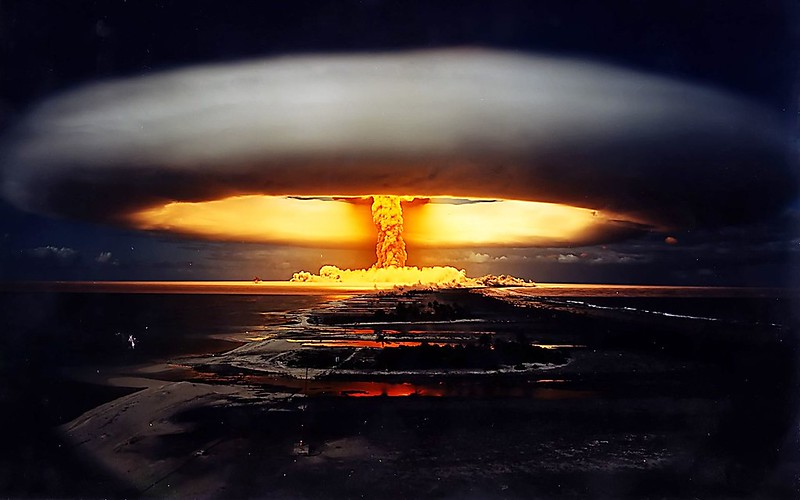 nuclear_bomb_explosion-wide