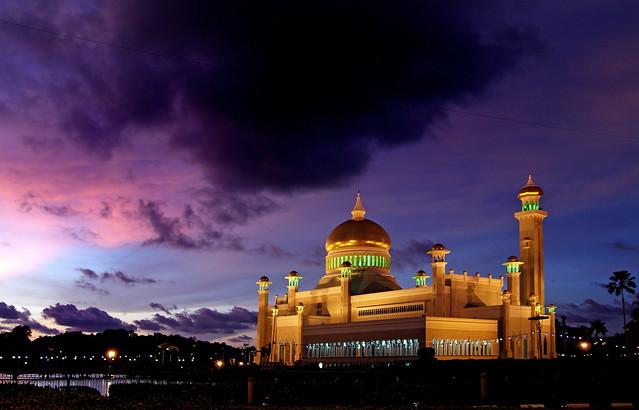 Sultan Omar Ali Saifuddin Mosque. Brunei.