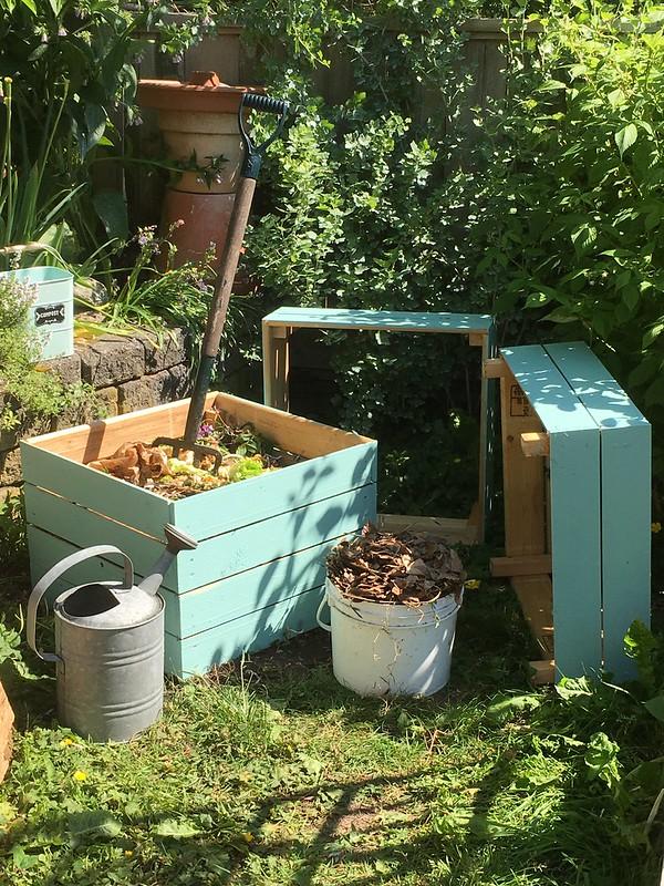Stacking Compost Bin | Easy Pallet Garden Ideas | pallet garden | pallet garden box
