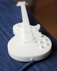 3d printed Les Paul on my lap
