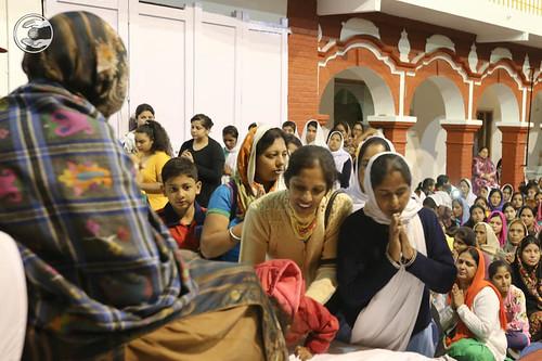 Devotees seeking blessings: June 07