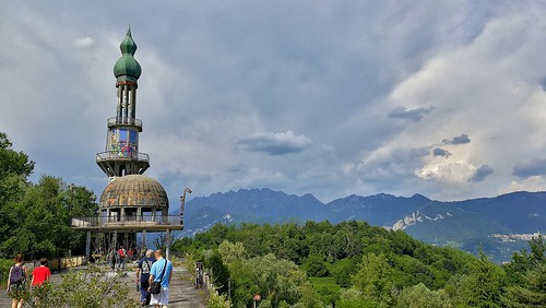 La torre di Consonno, il paese fantasma alle porte di Lecco.