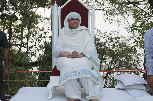 Her Holiness on the dais: June 05