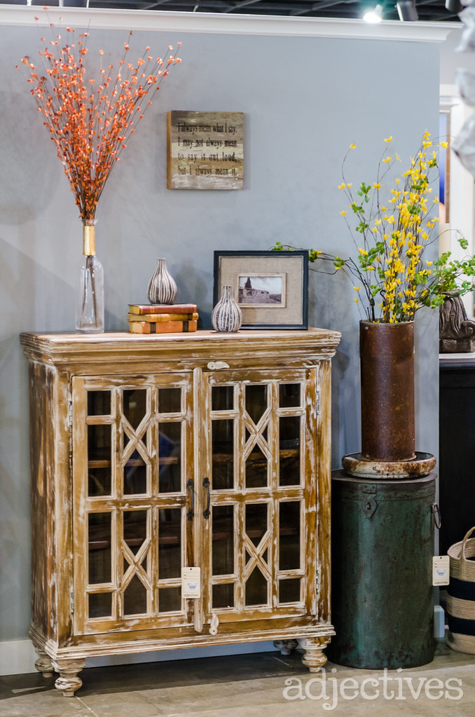 Sideboard and home decor Adjectives Altamonte