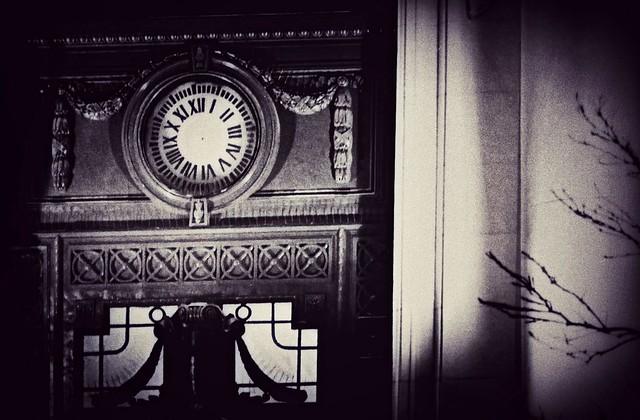 Reloj sobre el banco Nación