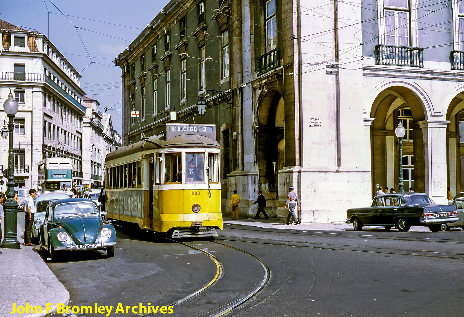 Eléctrico 3 para  B.º do Arco do Cego, Rua da Alfândega (J.F. Bromley, ante 1972)
