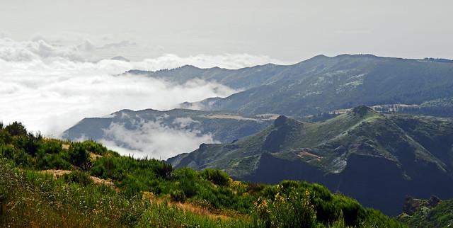 Pico do Arieiro Clouds come tumbling in 1.jpg