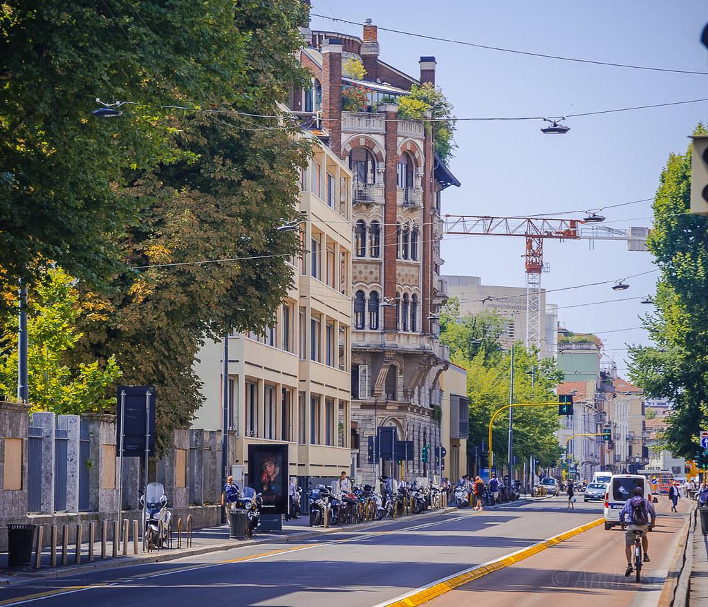 Great street scene! 13:07:28 DSC_0081