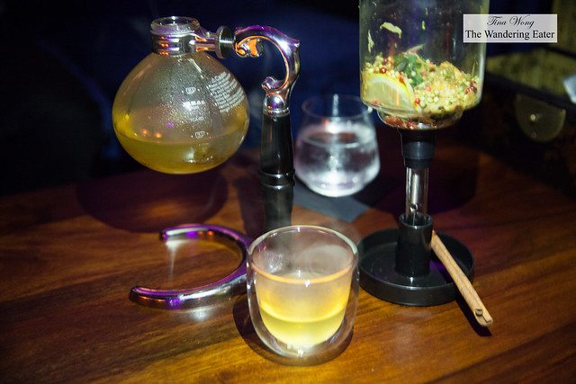 4th Gentleman - Gin, pink pepercorn, coriander, lemon, bay leaf, chrystanthemum tea, hot infusion siphon