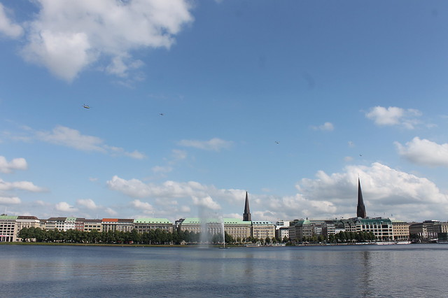 Helicopterparade an der Alster