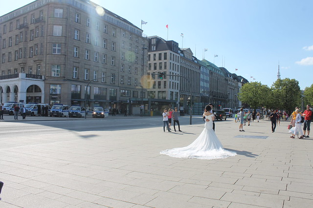 Wedding at G20 in Hamburg
