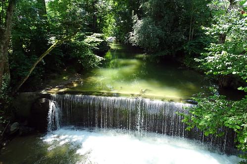 dave back still wasser wasserfall natur bach grün sonnig landschaft bäume traum wunderschön wasserlauf heiter
