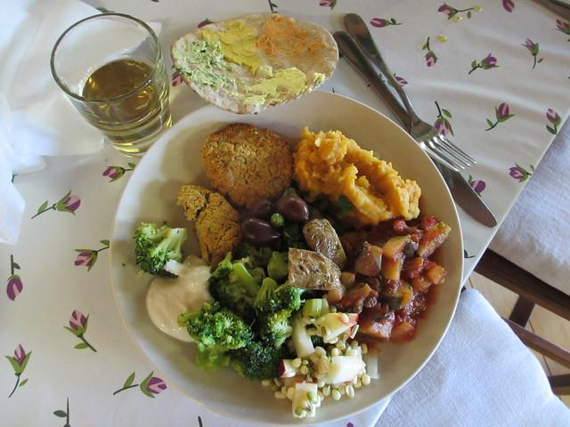 Första middagen på Lilla Sverigebyn