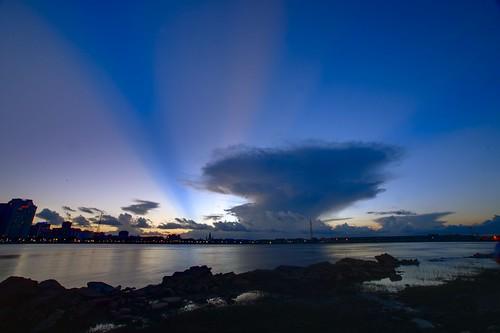neworleans mississippiriver mississippiriverlevee go4thontheriver darktable sunset clouds contrejour gegenlicht