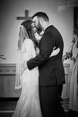 kb wedding kiss