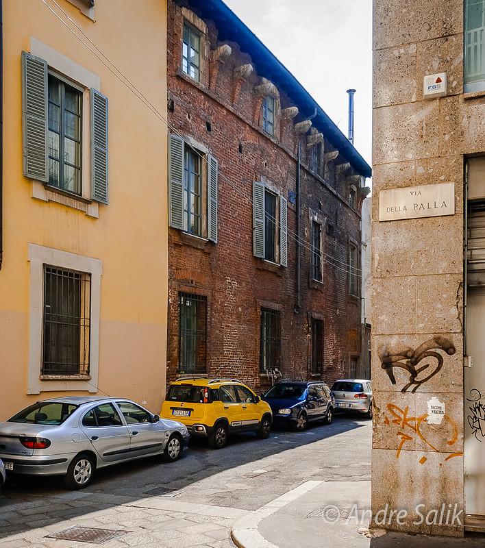 это один из старейших домов Милана 17:02:51 DSC_6852