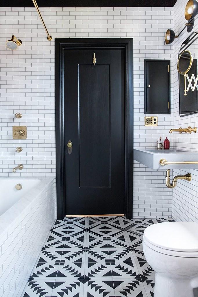 salle-de-bain-graphique-noir-blanc-doré-FrenchyFancy-1 | Flickr