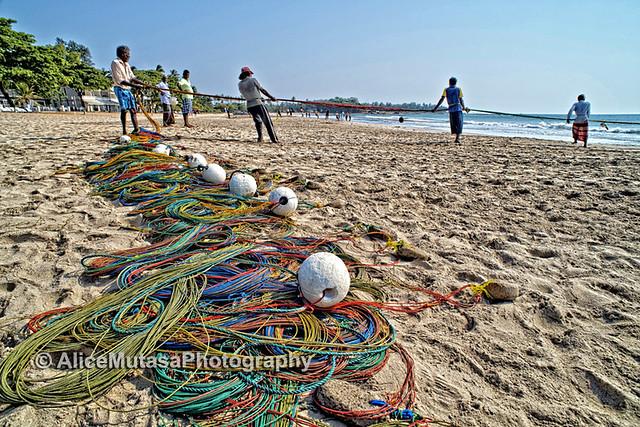 Fishermen on Uppuveli breach, Sri Lanka