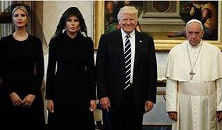Melania and Ivanca  Trump chose to respect traditions  of #Vatican but not that of #Saudia_Arabia ...Why ?!! #notacceptable   ميلانيا وايفانكا ترامب اختارتا احترام الأعراف والتقاليد في الفاتيكان ولكن ليس في #السعودية #غير_مقبول