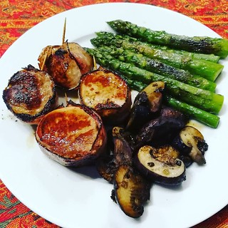 #whole30 #day3 #pork #asparagus #mushrooms #cleanfood #paleo #slowfood #paleodiet | by christianhaberl