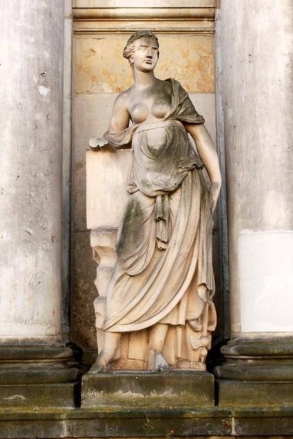 Königskolonnaden: Skulptur