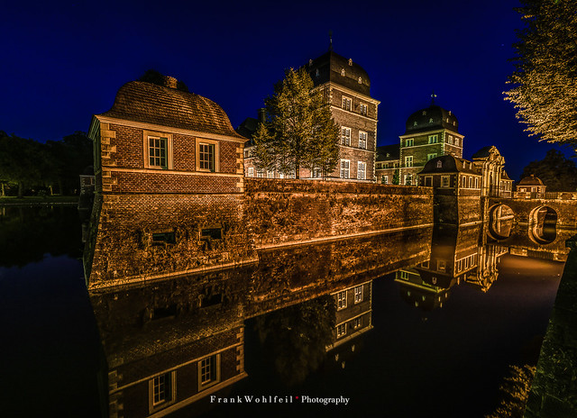 Castle at night / Ahauser Wasserschloss