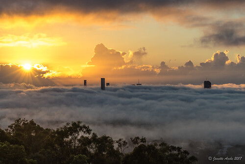 australia brisbane mtcoottha mtcootthalookout qld queensland sonya7r buildings clouds flying fog plane sun sunburst sunrise sunstar seaoffog foggymorning weather sonyflickraward