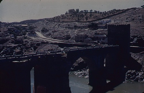 Puente de san Martín en Toledo en los años 50. Fotografía de Nicolás Muller  © Archivo Regional de la Comunidad de Madrid, fondo fotográfico