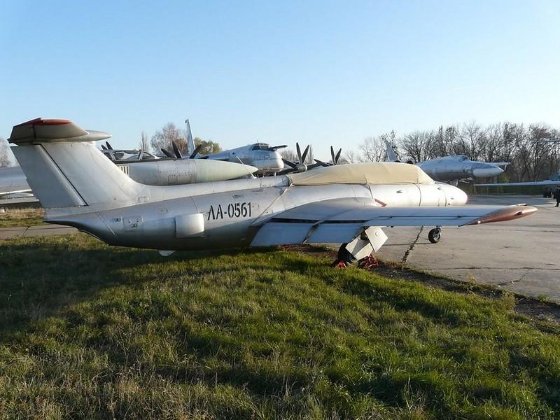 L-29 Delfin 1