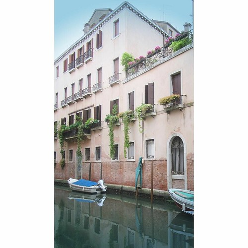 FMS Photo A Day May 18 - Pastel #fmspad #fmsphotoaday #fms_pastel #italy #ladinitaly2017 #catchingup #betterlatethannever #venice #venezia #canal #canals | by Laurel Storey, CZT