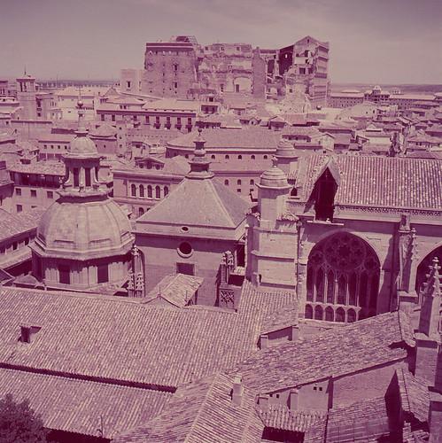 Alcázar de Toledo visto desde la Catedral en los años 50. Fotografía de Nicolás Muller  © Archivo Regional de la Comunidad de Madrid, fondo fotográfico