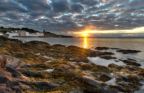 beach coast rocks sea golden sunrise kinghorn fife scotland nikon d7200 tokina1116mm starburst sunburst