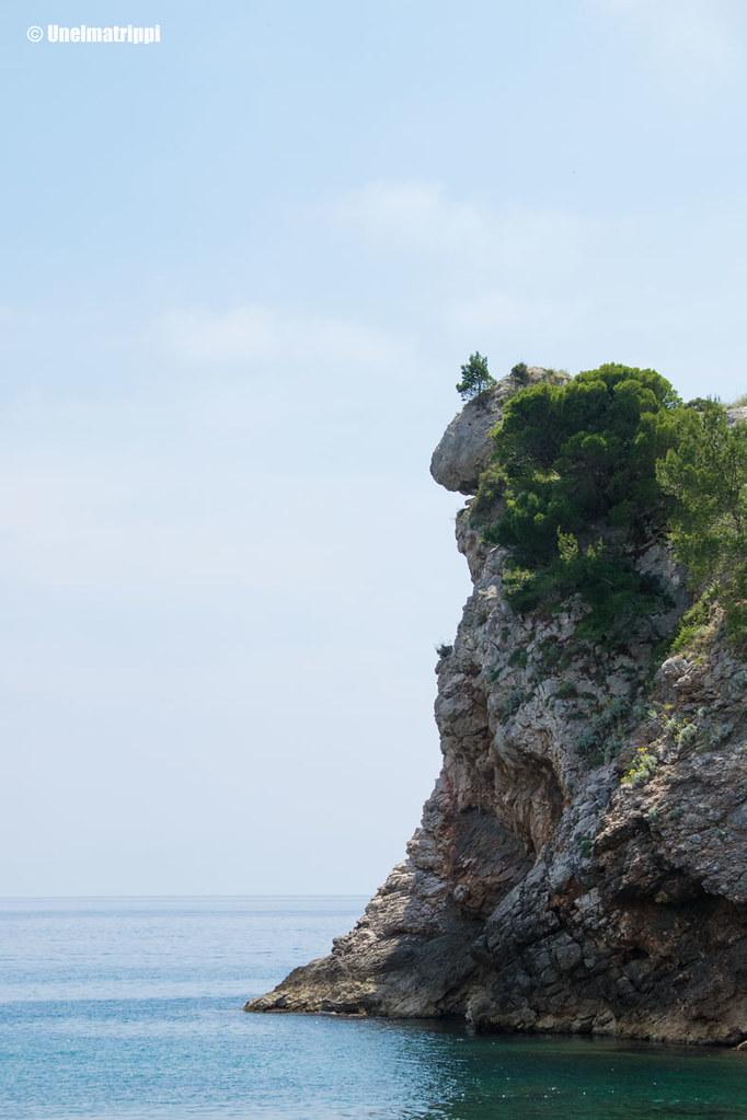 Merestä nouseva rannikko Dubrovnikissa