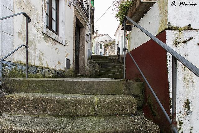 Dark stairs to the unknown. Tenebrosas escaleras a lo desconocido
