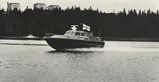 NV 18 vauhdissa veneiden vastaanottoajossa vuonna 1974