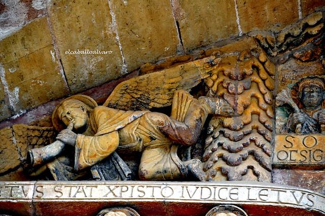 538 - Ángel Músico - Tímpano - Abadía Sainte Foy - Conques (France).