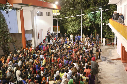 Devotees expressing their joy to see Satguru amongst them: June 06
