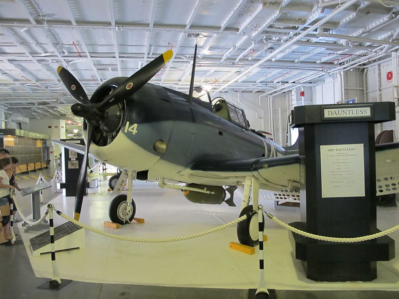 Douglas SBD-5 Dauntless 1