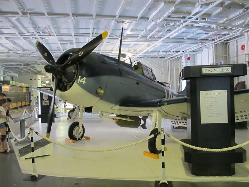 Douglas SBD-5 Oförfärad 1