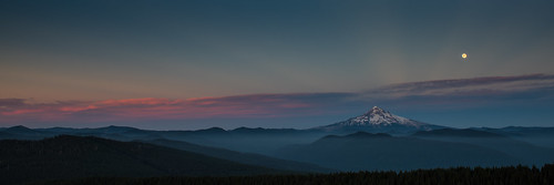columbiarivergorge larchmountain mthood oregon alpenglow dusk fullmoon moonrise sunset volcano