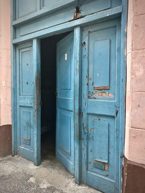 Blue door, Havana