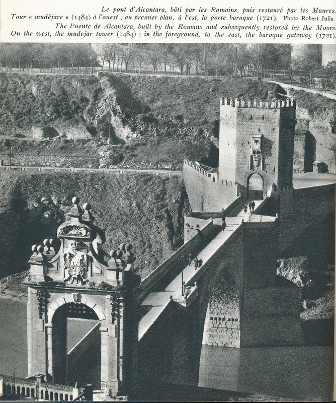 Puente de Alcántara a mediados del siglo XX. Foto de Robert Julia.