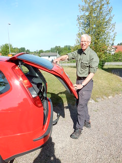 Packat och klart i bilarna.   by växjövandrarklubb