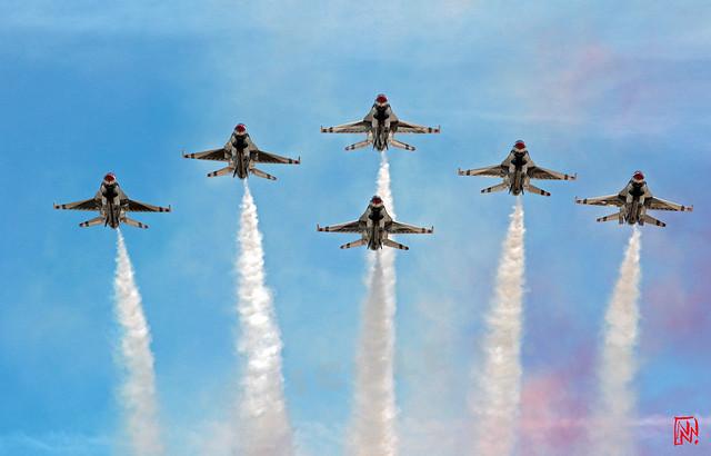 La patrouille acrobatique des Thunderbirds, invitée pour le défilé aérien  du 14 juillet 2017. Depuis le toit de la Grande Arche réouvert il y a à peine un mois ! 2/4