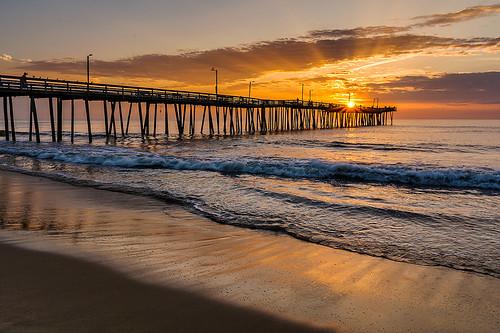 ocean seascape sunrise virginia waves sunrays virginiabeach fishingpier