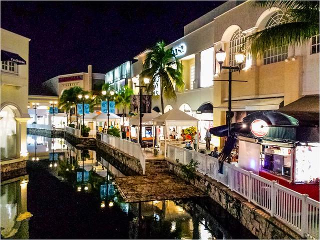La Isla (centro comercial) - Cancún Quintana Roo México 131116 182451 S4