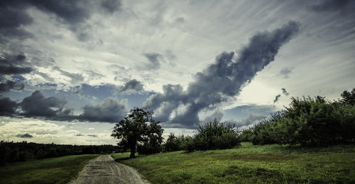 storm clouds newengland newhampshire orchard dirtroad macksapples londonderrynewhampshire tamronsp1530mmf28divcusd