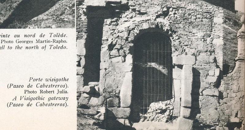 Puerta de Doce Cantos a mediados del siglo XX. Foto de Robert Julia.